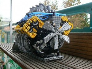 Video: Miniature Working V8 Engine Made Completely of LEGOs