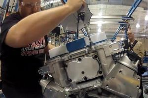 Video: Time Lapse Of Corvette ZR1 Engine Build