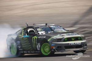 Vaughn Gittin Jr. Wins 5th Round, Takes Formula Drift Lead