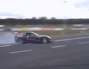 Video: Drifting Showdown Between a C6 and the Po-Po