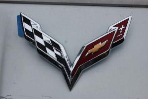 GM Reveals 2014 Corvette Logo, Confirms C7 Debut Date
