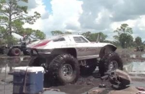 Video: Mud Slinger Split-Window Corvette Mud Jam