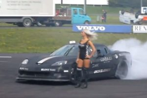 Video: C6 Corvette Drifts Around Courageous Women