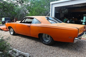 1969 plymouth roadrunner drag racing