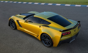 2015-Chevrolet-CorvetteZ06-007-medium