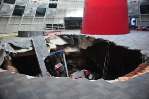 Sinkhole Consumes Several Cars at the National Corvette Museum