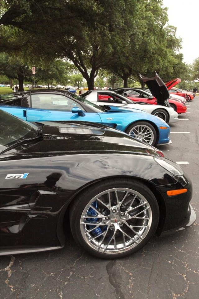 Bobby and Carolyn Buttram from Corpus Christi, Texas parked their black '09 ZR1 next to my Jetstream Blue '10 ZR1.