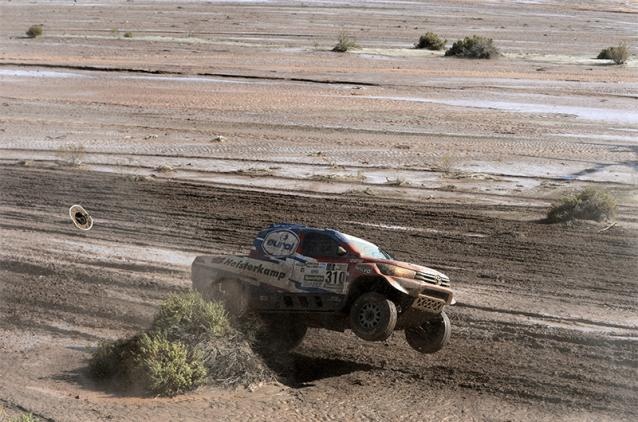 Erik Von Loon has putting the throttle down during the stage, though he trails behind the lead over five hours in his Toyota Hilux.
