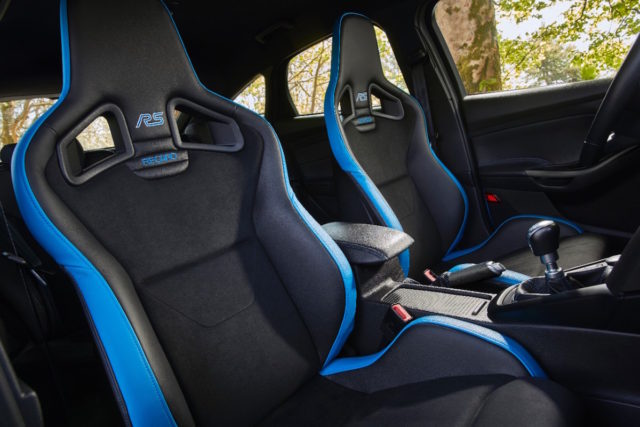 The Focus RS Option Pack features many of the same features as the North American, but it is only available in Nitrous Blue. And, its Recaro seats feature matching leather accents.