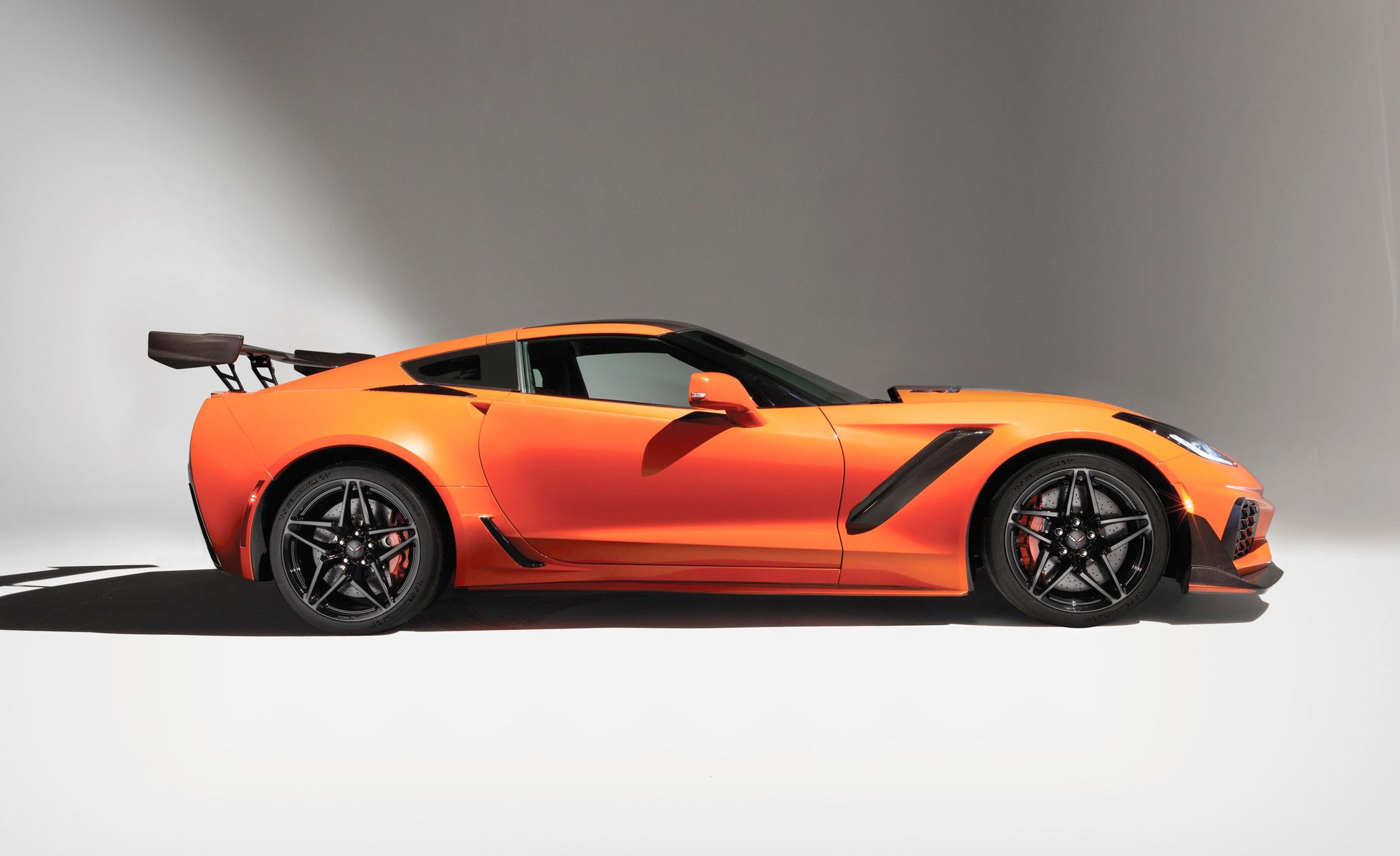 2019 corvette zr1 goes at 135 mph right from the factory. Black Bedroom Furniture Sets. Home Design Ideas