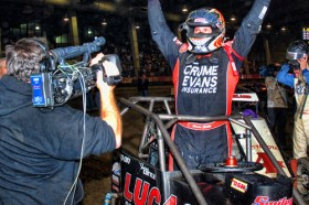 Shane Cottle Wins the Final 2011 Chili Bowl Qualifier on Friday